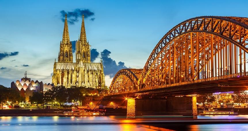 Ren Nehrinde Renkli Noel Pazarları Köln