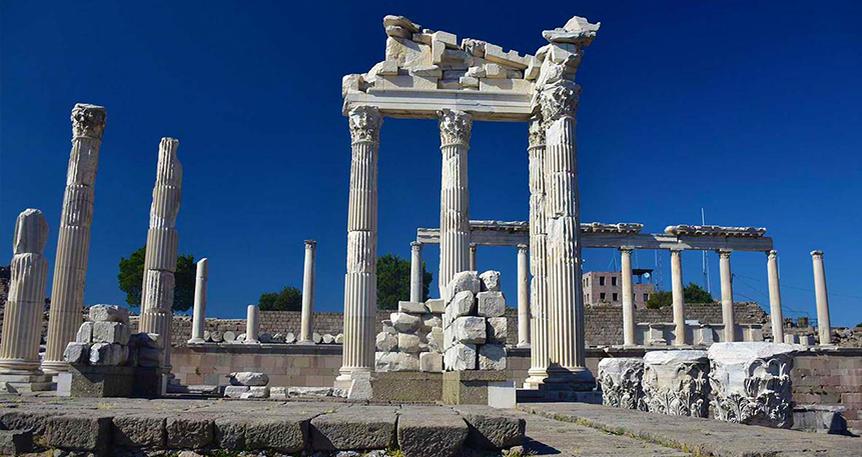 Dionysos ve Athena'nın İzinde