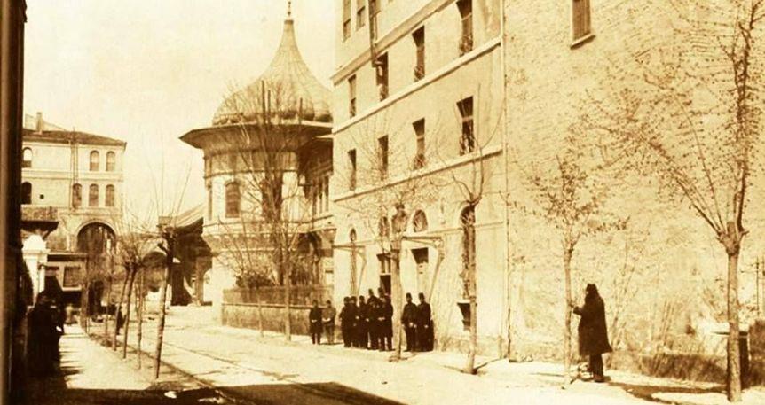 Müze-i Hümayun'dan Kaplumbağa Terbiyecisi'ne Osman Hamdi Bey