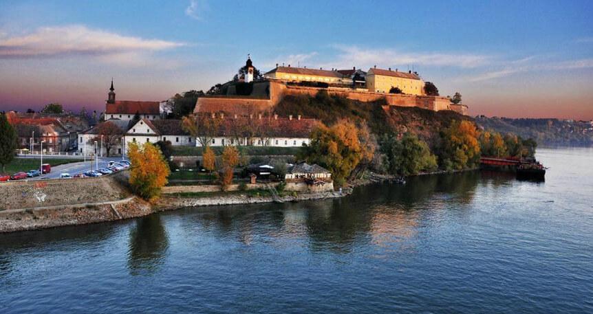 Tuna Boyunca : Belgrad I Novi Sad I Karlofça